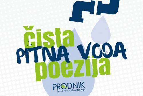 Na sliki je logotip Poezija vode: pipa, iz katere prihajata dve kapljici vode, z napisom Čista pitna voda - čista poezija.